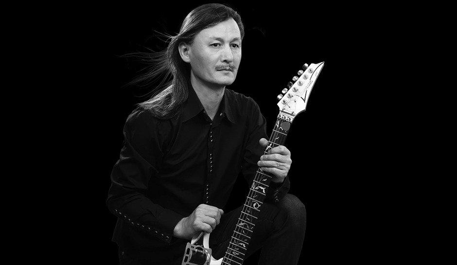 Ұлықпан Жолдасовтың қанша гитарасы бар?