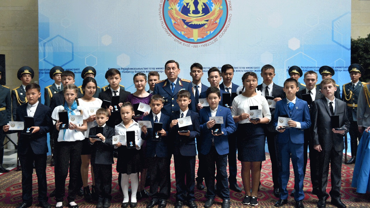 Астанада төтенше жағдайда ерлік көрсеткен 20 батыр балаға құрмет көрсетілді